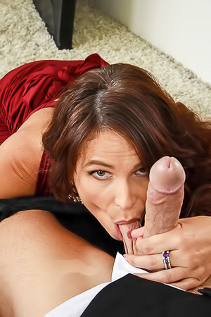 Syren De Mer sucking big balls