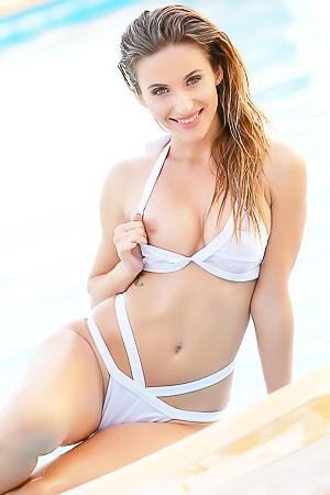 Amateur Cara D strips off fashion bikini