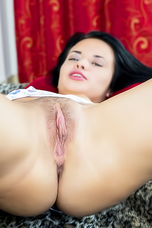 Horny Carmen Summer is showing her holes