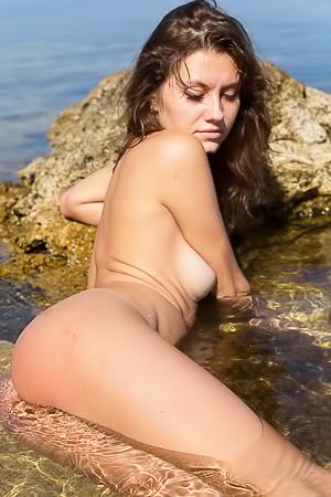 Amateur Carmela swimming nude in the sea