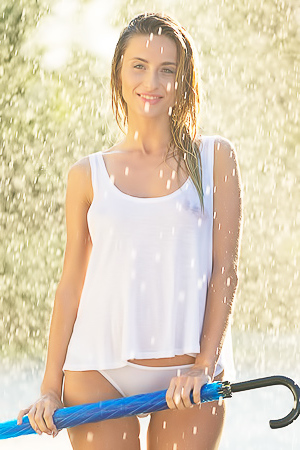 Wet and sexy model Cara Mell