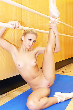 Sporty blonde Jati