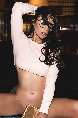 Stunning brunette slut Scarlet Bouvier
