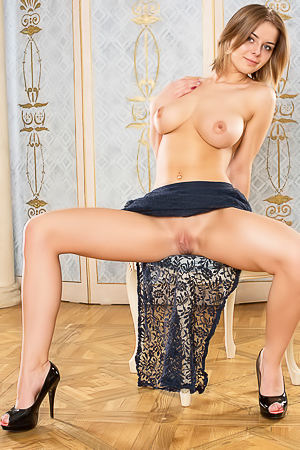 Nude Yelena with perfect pussy