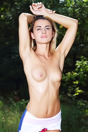 Nude picnic with beautiful blonde Juck