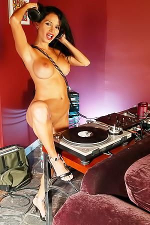 Glamour naked dj Lucia Tovar