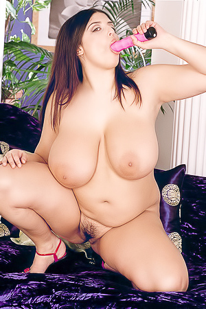 Huge boobed Kerry Marie toying