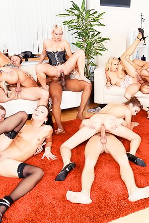 Bibi Fox, Nikki Sweet - big hardcore orgy