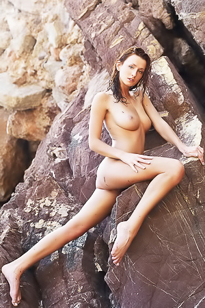 Rocheux - naked on the rocks