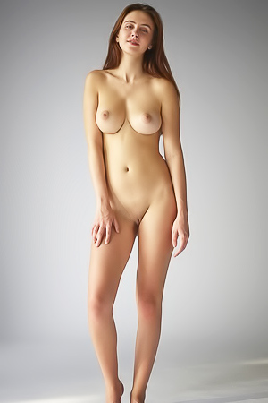 Alisa in nude photoshoot