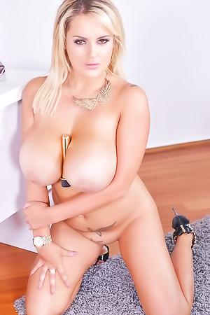 Katie Thornton - massive boobs and dildo