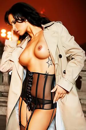 NOELLE MONDOLONI - amazing brunette