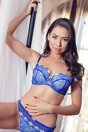 Sexy model Melissa Moore
