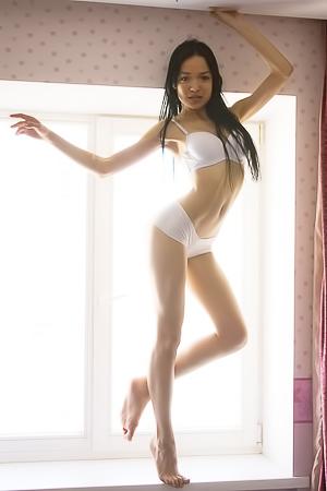 Bedroom Fun With Brunette Violana
