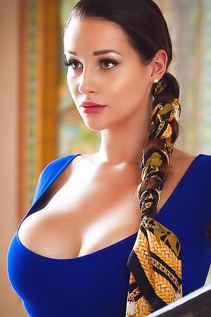 Czech Goddess Alina Lewis