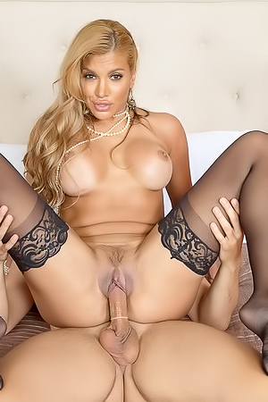 Mercedes Ready To Fuck - Mercedes Carrera