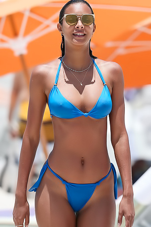 Lais Ribeiro Shows Toned Figure In Awesome Bikini