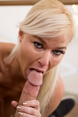Hot Mom London River Throats Big Cock